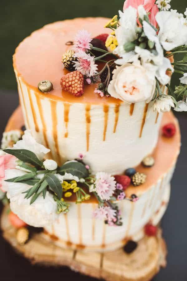 Svatební dort jedlé zlato, květiny na dozdobení.