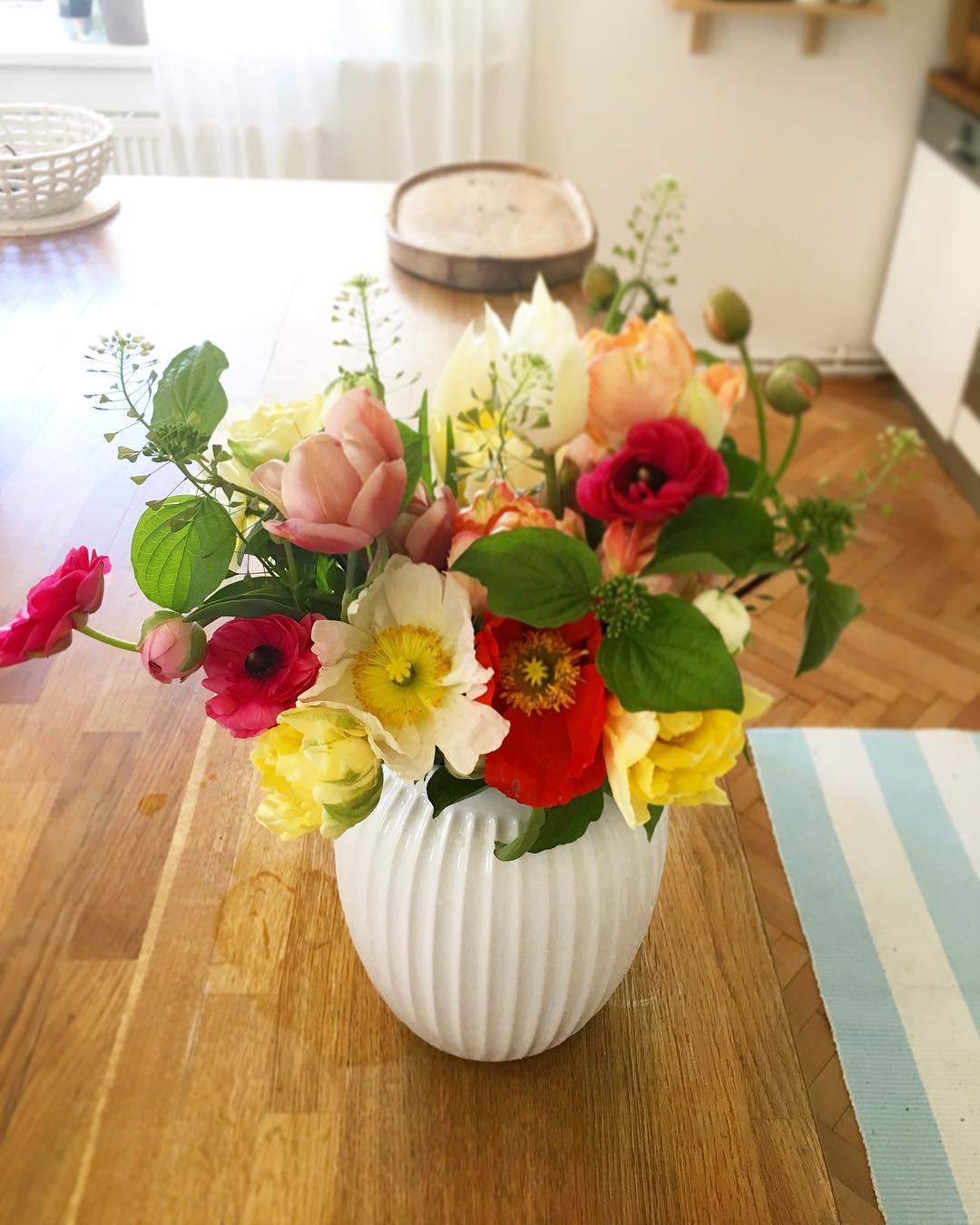 Kytice na stůl, jarní květina, islandské máky.