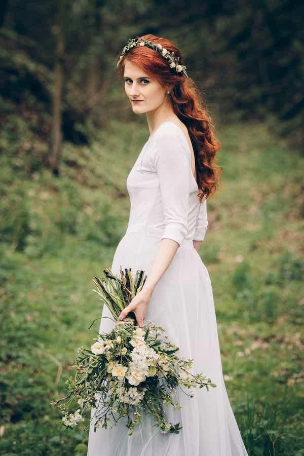 Jarní kytice pro nevěstu z tulipánů a narcisů.