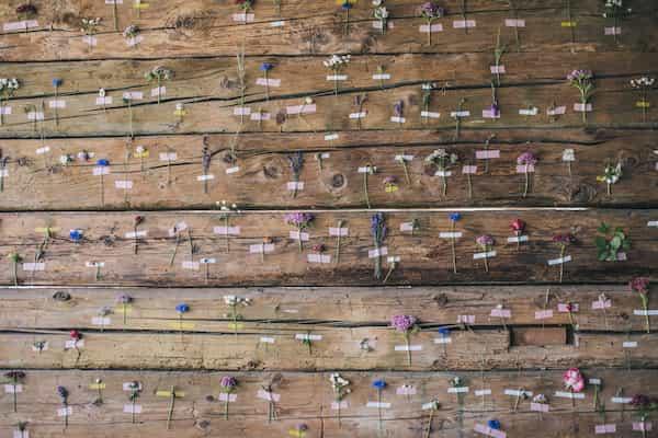 Výzdoba stodoly, květiny zeď stěna dekorace.