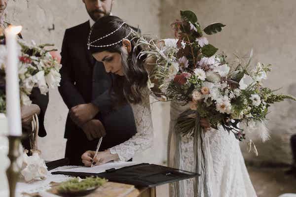 Boho neotřelá originální svatební kytice.