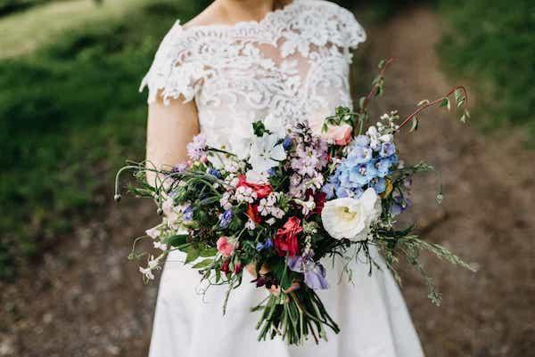 Letní svatební kytice, jemné tóny.