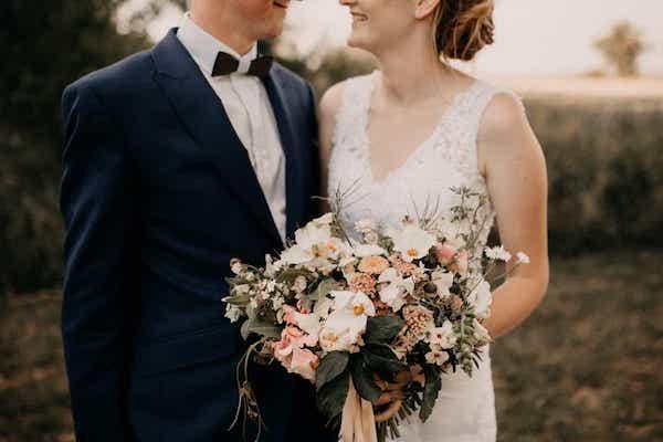 Kytice pro nevěstu, léto, meruňková barva.