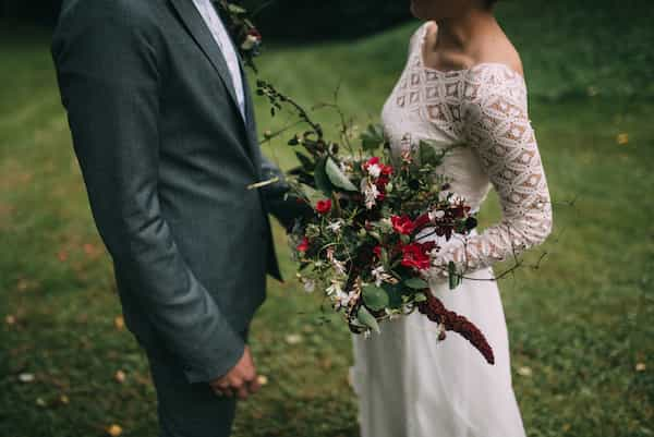 Neotřelá podzimní svatební kytice ze zahrádky, greenery.