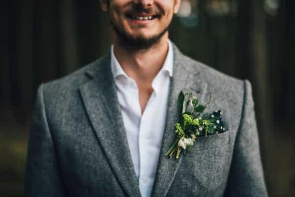 Korsáž pro ženicha lesní svatba, zelená plody.