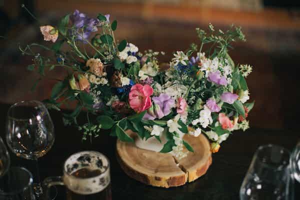 Aranž, květinová mísa, dekorace na svatební stůl, ozdobení tabule